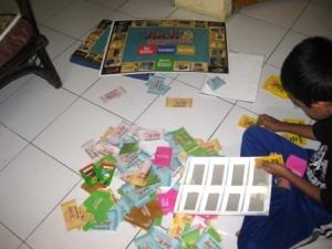 pilih & pilah: uang, kartu, semua campur aduk!